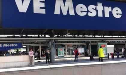Ladro seriale arrestato in stazione a Mestre: rubava i trolley dei turisti