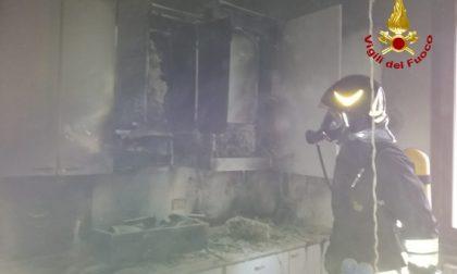 Incendio a Sant'Elena: tre ragazzi eroi salvano anziana