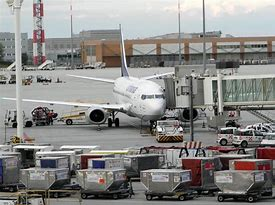 Bomba day, anche l'aeroporto di Tessera si ferma