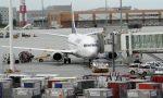 Cerca di sbarcare da un volo turco con un passaporto senegalese, ma il documento è palesemente falso