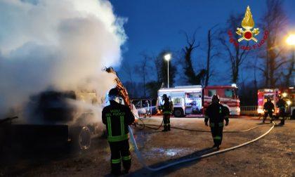 Incendio Noale, paura all'alba in un'azienda di giardinaggio – FOTO