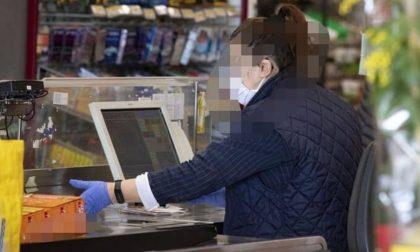 Tossisce contro una cassiera del supermercato ma era positiva: ora è in isolamento