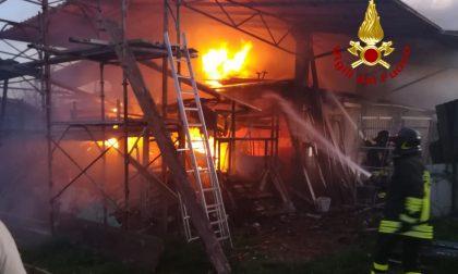 Incendio a Concordia Sagittaria: ferito il 64enne proprietario di una stalla GALLERY