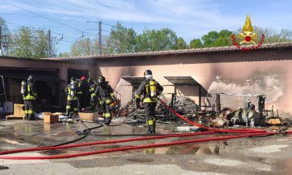 Incendio a Zelarino: in fiamme il deposito di una vetreria GALLERY