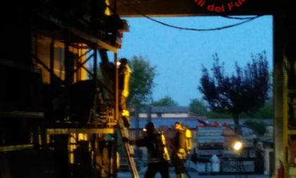 Incendio a Scorzè: in fiamme il capannone di una ditta edile GALLERY