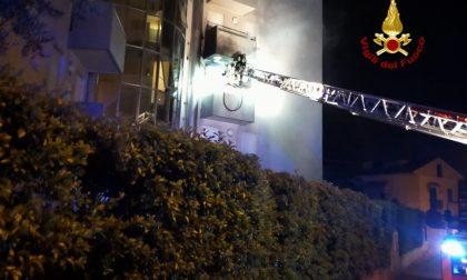 Incendio a Jesolo: un morto e 20 persone evacuate