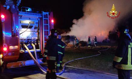 Incendio a Santa Maria di Sala: in fiamme un deposito di fieno GALLERY