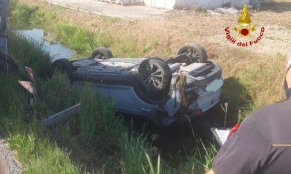 San Michele al Tagliamento, si rovescia un'auto fuori strada: ferito il conducente GALLERY