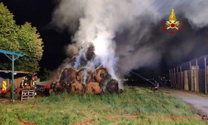 Incendio a Favaro Veneto: in fiamme un deposito di rotoballe