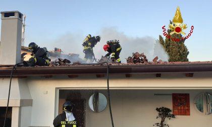 Incendio a Mirano: distrutto il tetto di un'abitazione in via Ca' Rezzonico GALLERY