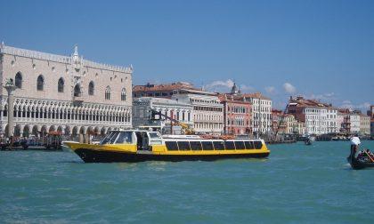 Venezia, gli armatori dei barconi turistici protestano: mancano i clienti stranieri