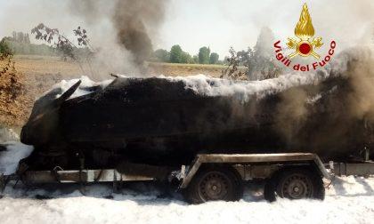 AGGIORNAMENTO: imbarcazione in fiamme a Mira GALLERY