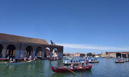 """La """"Vogada della Rinascita"""": Venezia riparte dalle sue tradizioni. FOTO e VIDEO"""