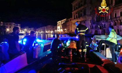 Intervento a Rialto: donna cade in Canale e viene soccorsa dai Vigili del Fuoco