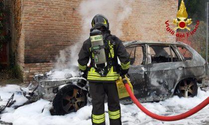 Stra: auto in fiamme, intervengono i Vigili del Fuoco GALLERY