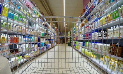 Mira, distanza nei supermercati: meno di un metro tra i clienti e le casse, cinque giorni di chiusura per il Conad