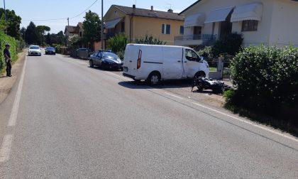 Tremendo scontro nel Vicentino tra moto e furgone guidato da un 45enne di Chioggia: centauro gravissimo