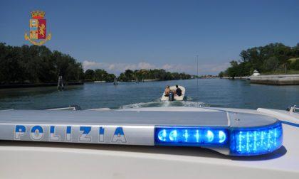 Rubano una barca e le cambiano colore per non farsi trovare: identificati 5 quindicenni mestrini