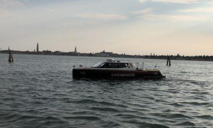 Velocità e manovre pericolose: taxi mette a rischio turisti diretti a Murano. Denunciato.