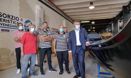 """Nuova gondola da parada. Il sindaco Brugnaro: """"Sosteniamo il sistema dei traghetti, esempio reale di economia green"""" GALLERY"""