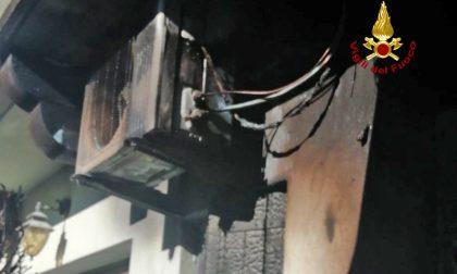 Scorzé: prende fuoco un condizionatore, coinvolte due villette a schiera e ferito uno dei proprietari.