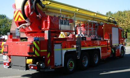 Cavarzere: incendio di un escavatore su rotaia. Intervento immediato dei Vigili del Fuoco.