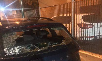 Danneggia un'auto in sosta a Carpenedo, 35enne arrestato dalla Polizia locale