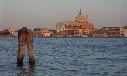 Venezia, Guardia di Finanza: finanziere non in servizio salva uomo in mare