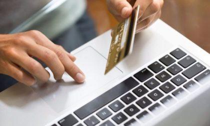 Vende oggetti online ma invece di incassare sborsa centinaia di euro