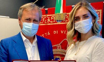 """Chiara Ferragni sbarca a Venezia e riceve il Leone d'Oro """"Per l'impegno civico"""""""