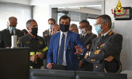 Vigili del fuoco, il sottosegretario all'Interno Carlo Sibilia in visita al comando di Venezia – FOTO