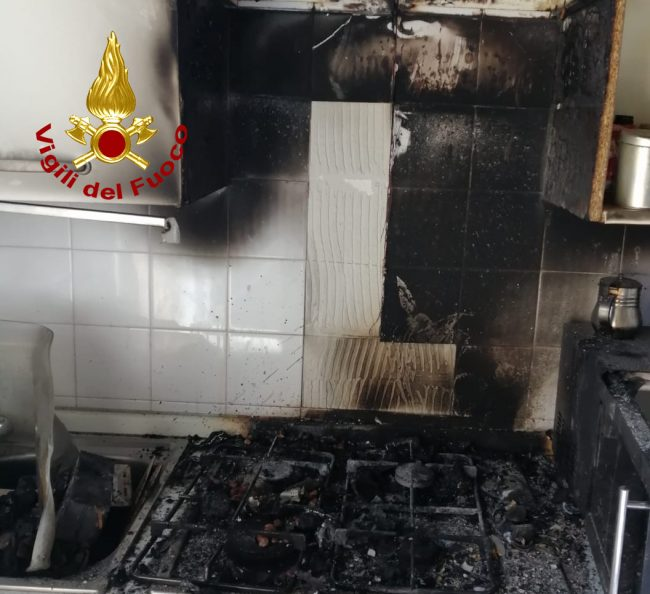Tragedia sfiorata a Mestre, appartamento in fiamme: bimba di 10 anni salvata dai Vigili del fuoco