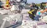 Autostrada bloccata, ancora in corso le operazioni di recupero dei sacchi – VIDEO e GALLERY