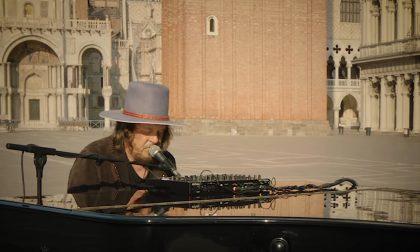 Zucchero nel giorno del suo 65esimo compleanno omaggia i fan con un video da Piazza San Marco