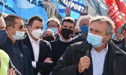 """Operatori portuali, Brugnaro alla manifestazione: """"Organizzeremo una riunione in Comune con tutto il mondo del lavoro veneziano"""""""