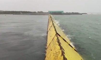 Per la prima volta si innalza il Mose contro l'acqua alta, il picco atteso verso mezzogiorno