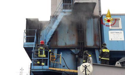 Principio d'incendio di una gru a Porto Marghera: fiamme domate dai Vigili del fuoco – FOTO