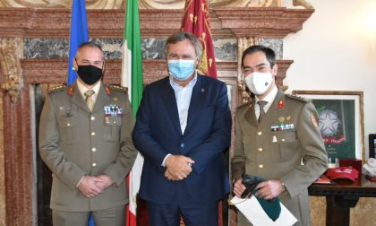"""Reggimento Lagunari """"Serenissima"""", avvicendamento al comando: il sindaco Brugnaro saluta il comandante Cocco e dà il benvenuto al colonnello Guaschino"""