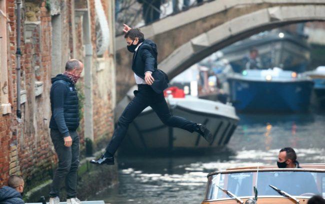 """Tom Cruise a Venezia per girare """"Mission Impossible"""": niente controfigure, tra i canali salta lui!"""