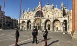 Bomba fumogena in San Marco, rapinatori armati svuotano una gioielleria