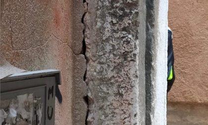 Architrave pericolante, vietata circolazione pedonale di calle dei Orbi