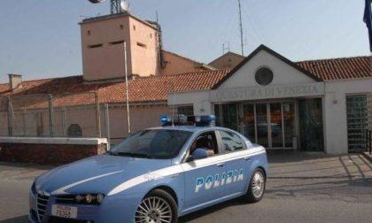 Prende due smartphone dal negozio e scappa, arrestato dalla Polizia