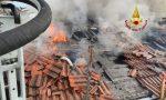 Incendio a Santa Maria di Sala: le foto del tetto della palazzina in fiamme