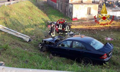 Incidente a Concordia Sagittaria: dopo lo scontro due auto finiscono nella scarpata