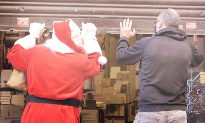 """Shopping natalizio, i commercianti: """"Comprate nei negozi sotto casa non online"""""""