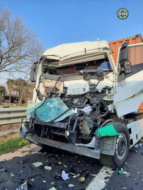 Tragedia A4, tamponamento tra mezzi pesanti: morto un camionista