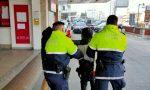 Follia sul tram, si denuda e aggredisce l'autista: arrestato