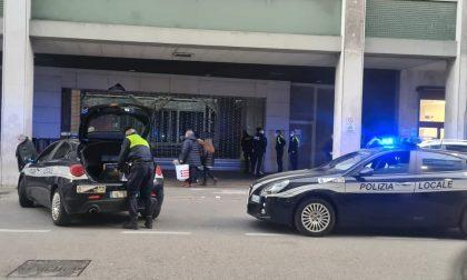 Le foto dell'arresto di uno spacciatore di eroina a Mestre