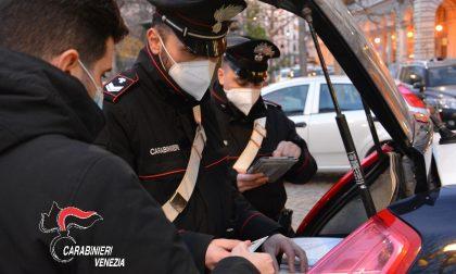 Minorenne con pistola (a gas) e senza mascherina fa il fenomeno, denunciato e sanzionato