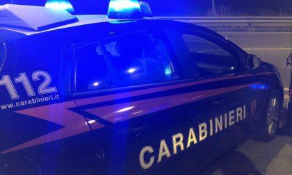 Con un calcio aveva distrutto il vetro di un distributore automatico nel trevigiano: denunciato vandalo veneziano